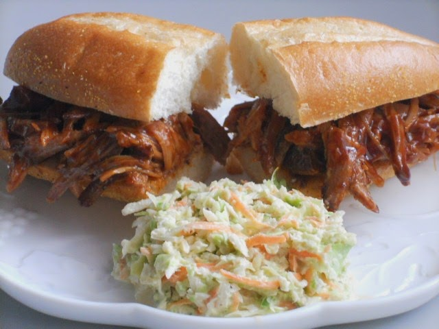 Welcome Home Blog: Slow Cooker Pulled Pork Sandwich With Coleslaw