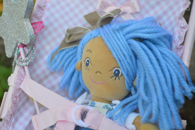 Lucy and belle, La Nina Kate Doll