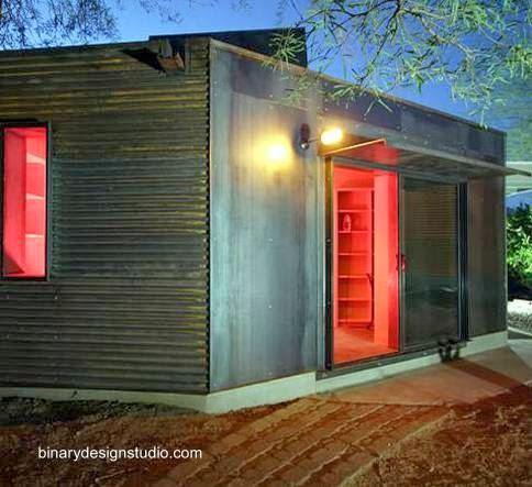 Casa modular instalada en el desierto en Estados Unidos