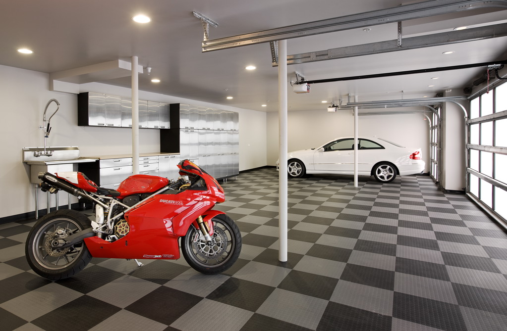 Garage interior design ideas to consider for Cool car garage ideas