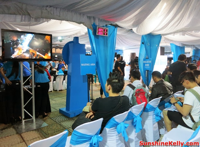 Celcom First, Celcom, iPhone 5s, iPhone 5c, Celcom Blue Cube, Sunway Pyramid, the cube, waiting area