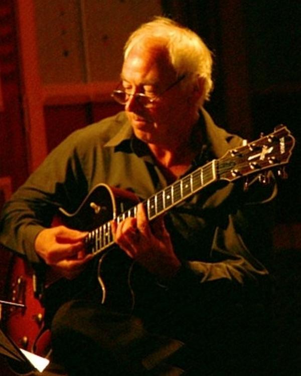 EAST ANGLIAN GUITAR MASTER PHIL BROOKE RETURNS TO MILESTONES JAZZ CLUB