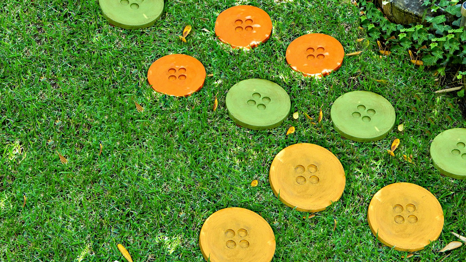 Mark montano button stepping stones diy for Diy garden stepping stones