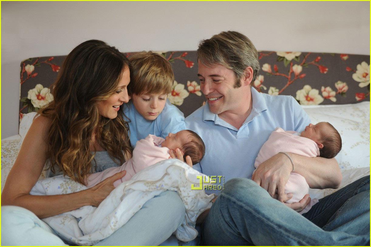 http://2.bp.blogspot.com/-1I9smz8eBGo/TsmVMw4CxsI/AAAAAAAAARc/sExF6aYDKps/s1600/sarah-jessica-parker-twins-first-picture-03.jpg
