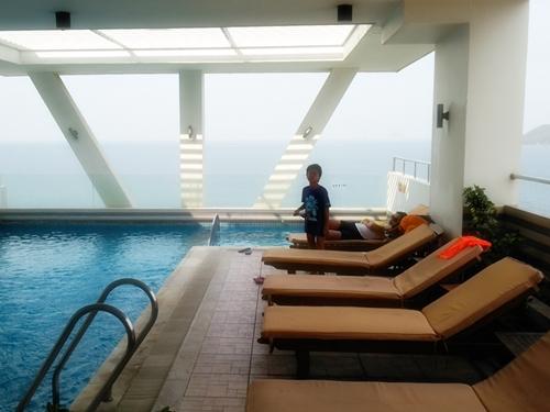 ニャチャン デンドロホテル(Dendro Hotel)のプール 15階