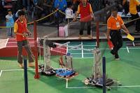 Robot D4=S1 hasil karya anak bangsa saat berlaga