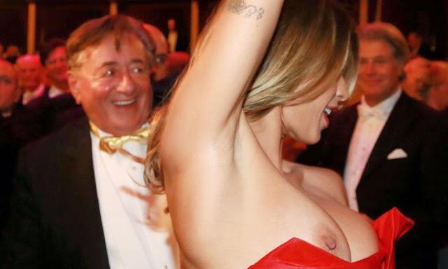 Elisabetta Canalis Nipple Slip