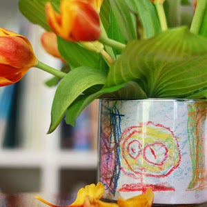 http://www.auntpeaches.com/2012/04/friday-flowers-childrens-art-vase.html