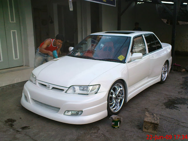 Foto Gambar Modifikasi Mobil Honda Civic Wonder 4 Pintu