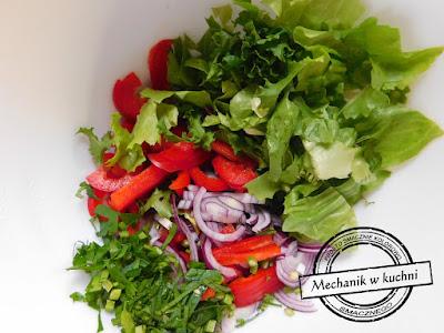 Sałatka a'la kebab zdrowe warzywa sałata cebula szlotka czerwona papryka goście urodziny birthday andrzejki kulinaria polska kuchnia mechanik w kuchni