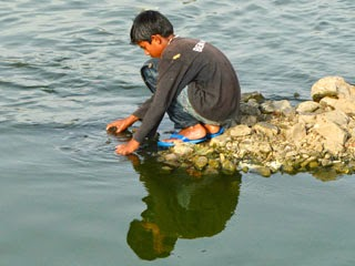 a Child in Lake of jal Mahal