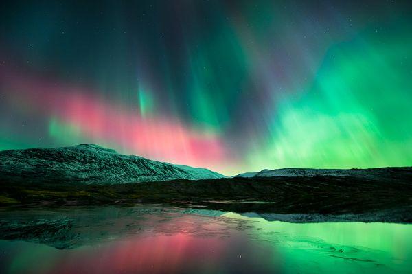 La Aurora Boreal Space190-aurora-borealis-lake_50886_600x450