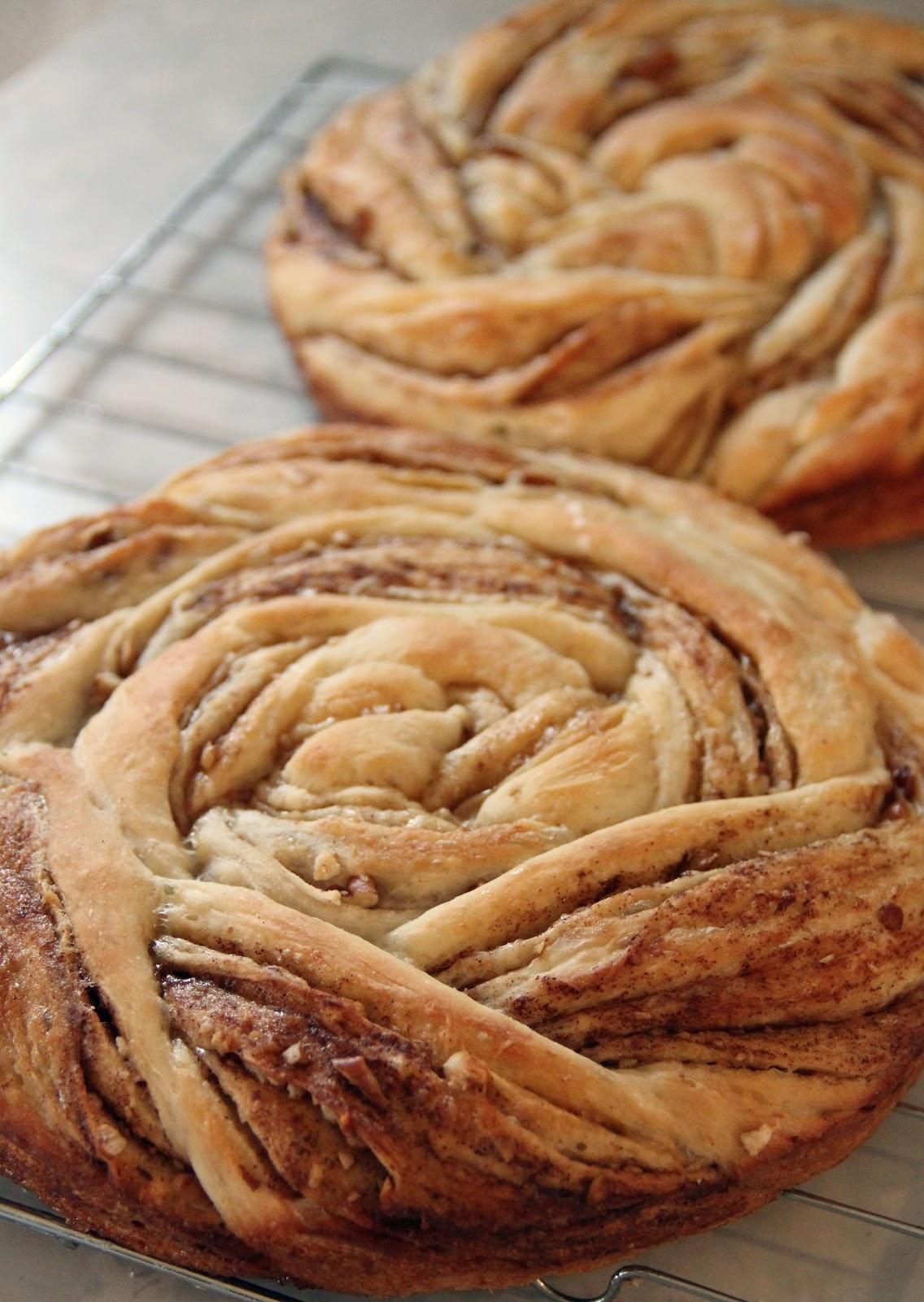 Jo and Sue: Cinnamon Roll Up Bread