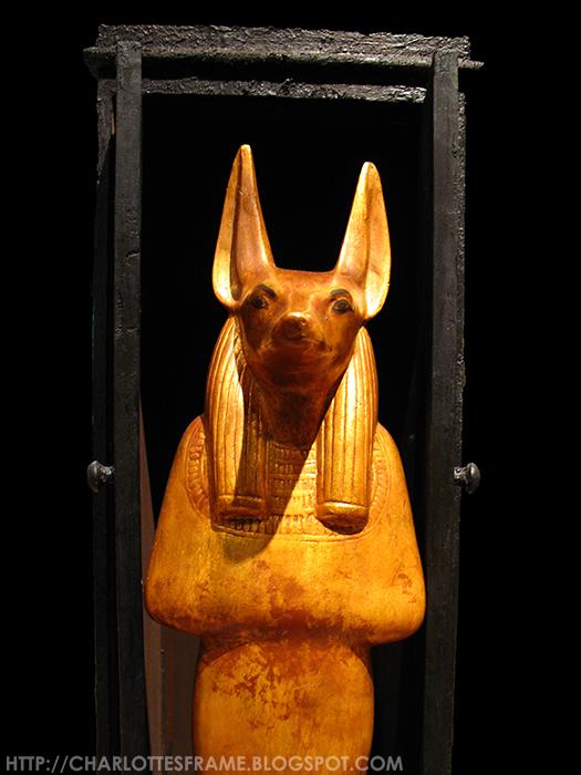 Toetanchamon, zijn graf & zijn schatten / Tutankhamun - his tomb and its treasures, Anubis, Anubis statue, Stanbeeld van Anubis,