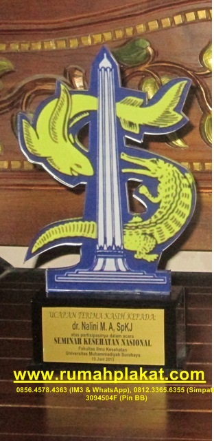 contoh piala akrilik 1 set, pembuat plakat trophy akrilik, contoh wedding trophy, 0856.4578.4363, www.rumahplakat.com