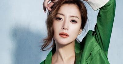 kim hee son 10 Artis Korea Selatan Paling Cantik dan Populer
