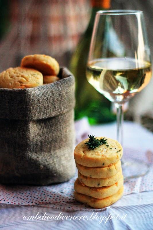 biscotti gluten free al gorgonzola e noci di macadamia