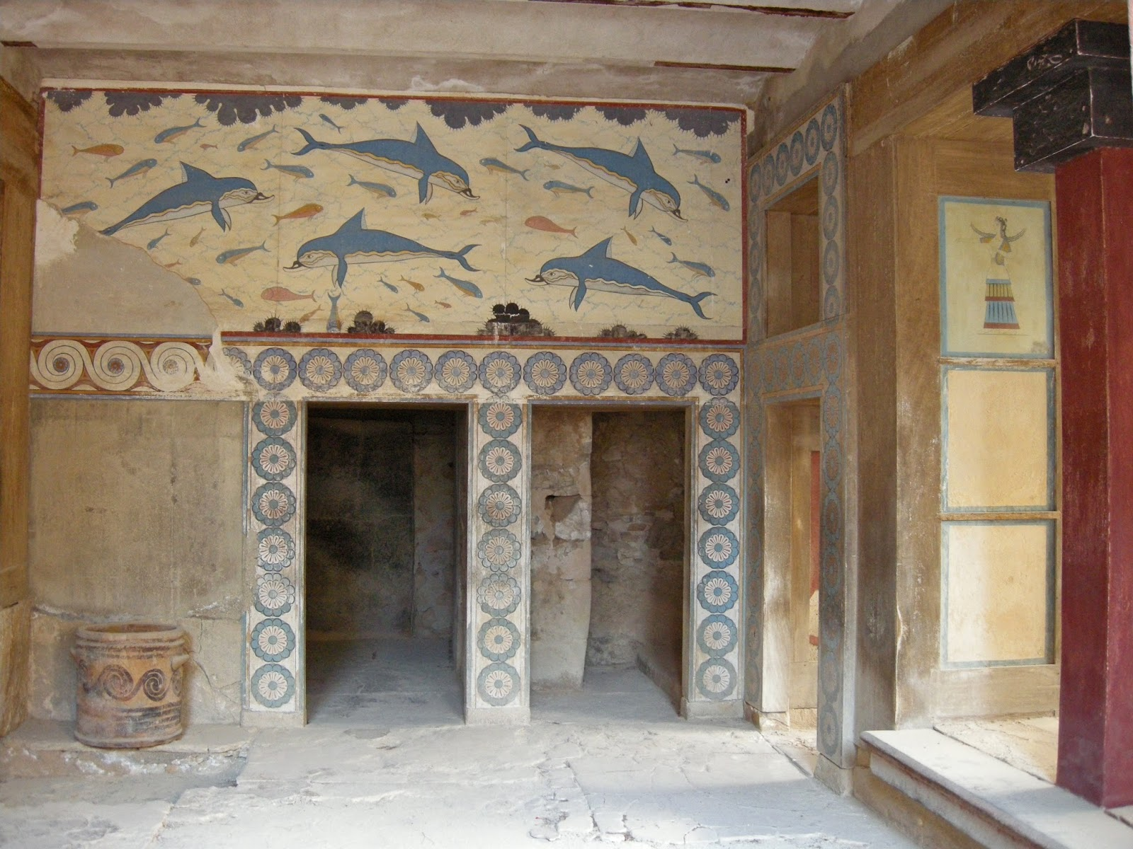 Bike classical journey to ancient knossos crete for Dolphin mural knossos