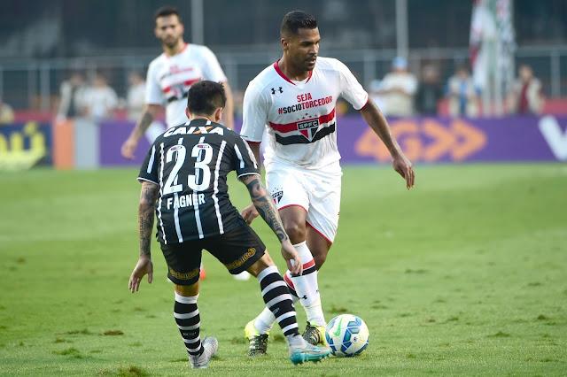 Motivado, Breno garantiu a Osorio que poderia atuar como volante, se necessário (Foto: Djalma Vassão/Gazeta Press)