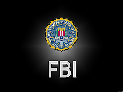 """El FBI disciplina a sus empleados por mala conducta al usar sus dispositivos BlackBerry. Los informes describen una """"Casos de Sexting"""", Esto quiere decir que los empleados utilizan sus dispositivos BlackBerry para enviar mensajes de texto groseros y fotos obscenas. Según el sitio web BusinessInsider el cual tuvo una entrevista con el Director del FBI Candice Will dijo el cual dijo: """"Cuando se le da un BlackBerry a los empleados del FBI, es para uso oficial. No para enviar mensajes de texto a un mujer en otra oficina que ellos encuentren atractiva o enviar una foto de ellos mismos en"""