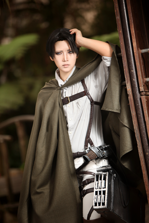 cosplayers Attack on titan