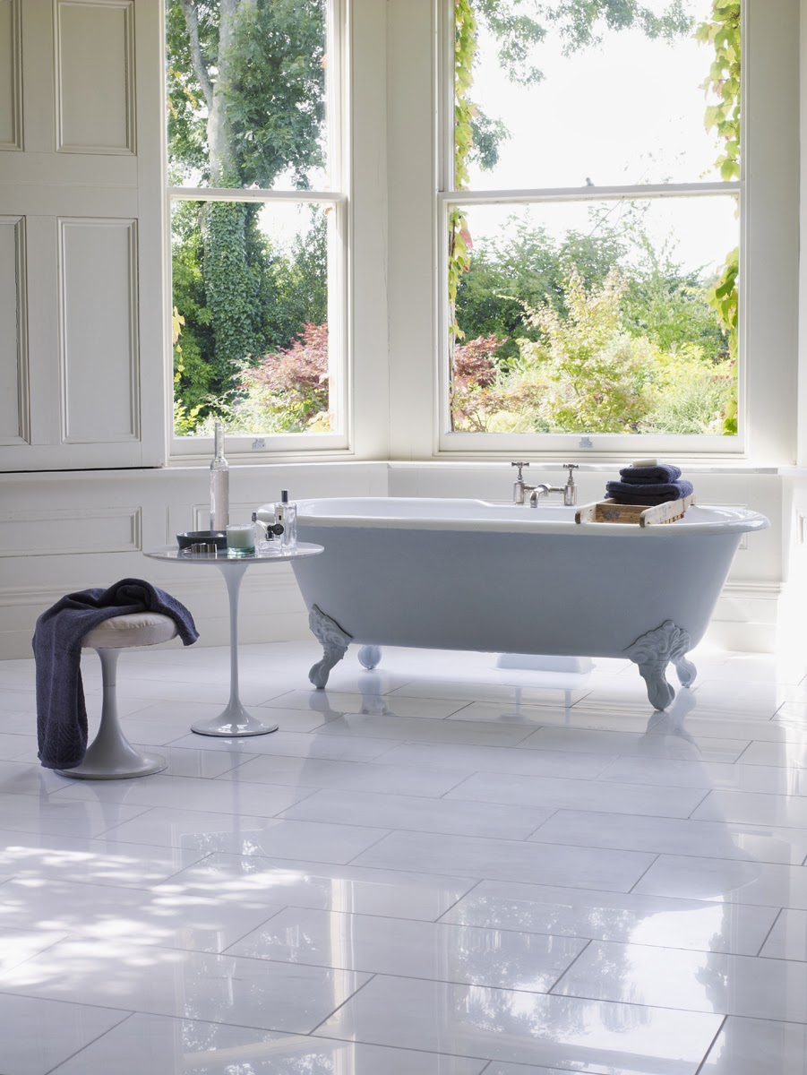 Tub With A View: Garden Gazing