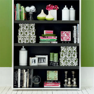 Bungalow 1a: How to Decorate a Bookshelf