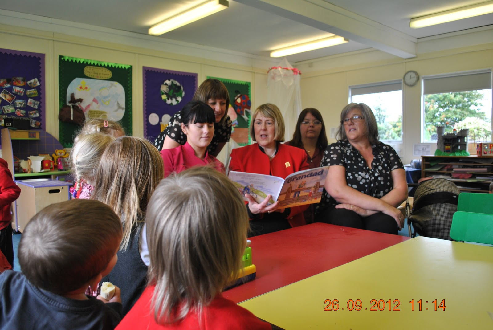 Fiona bruce mp press releases archive excalibur play and learn pre school visit for Heeley swimming pool opening times