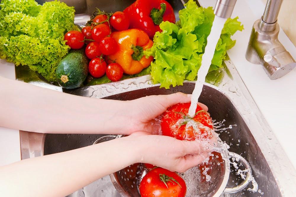 افضل طريقة لازالة اثار المبيدات الضارة من الخضروات والفاكهة