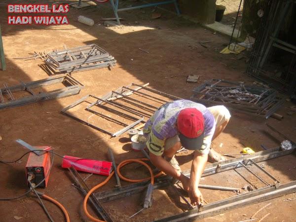 Jasa Pembuatan Jendela Besi Minimalis