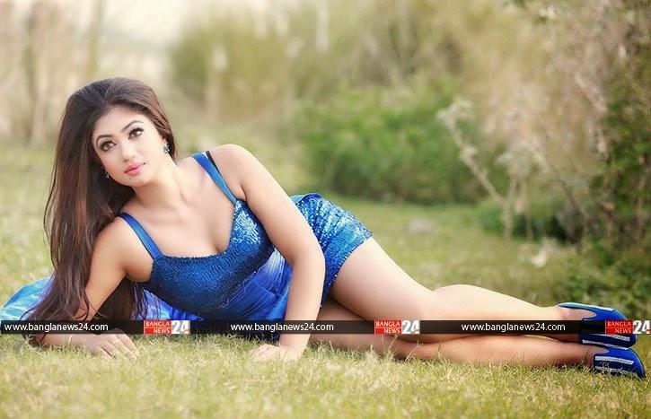Bangladeshi model armpit pic