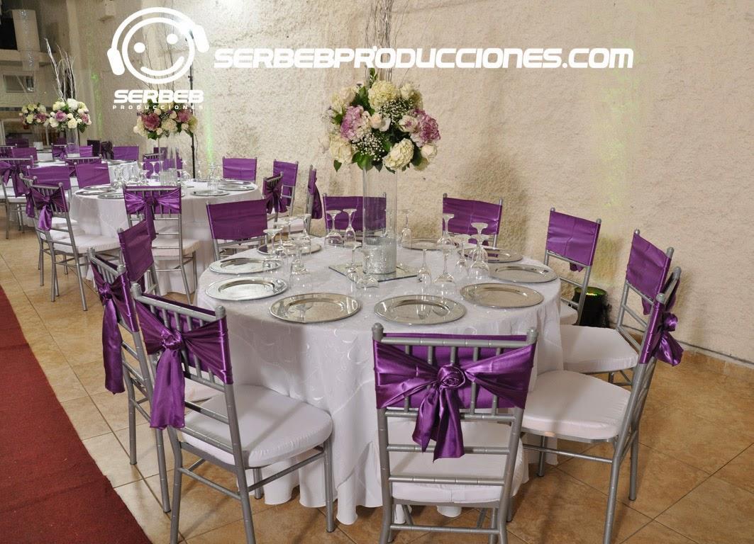 Organizaci n de bodas boda plateado berenjena sal n for Centros de mesa para salon