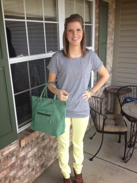 yellow skinny jeans, gray tshirt, green bag, green purse,