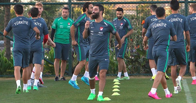 Arda Turan Switches To Nike Tiempo Legend Boots