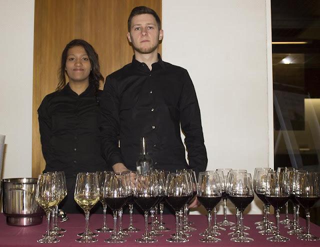 Foto de camareros del Cátering Millana y Olmedo