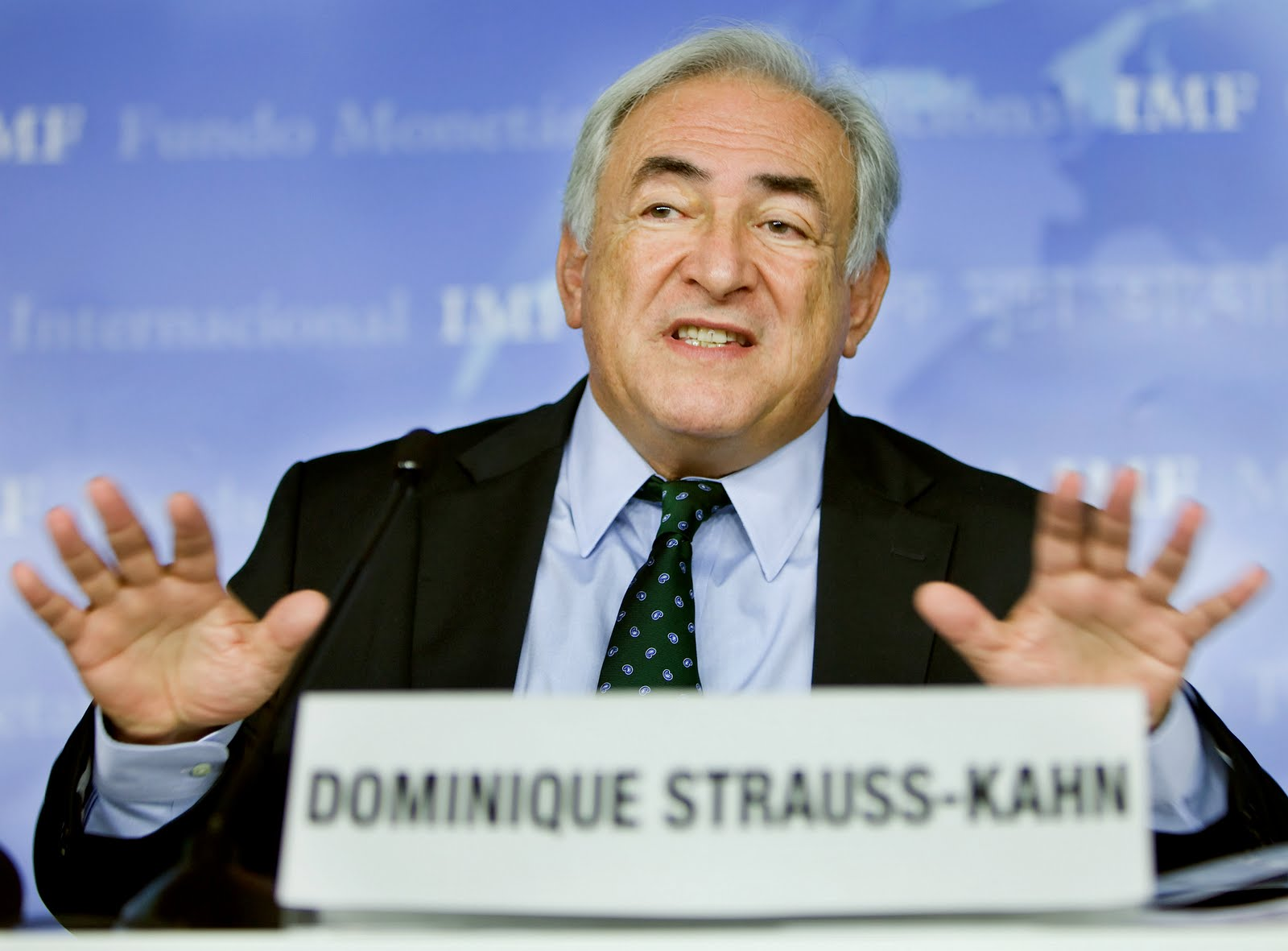 Dominique Strauss-Kahn, IMF director: into the hands of a womanizer! 113DSKpresser_1