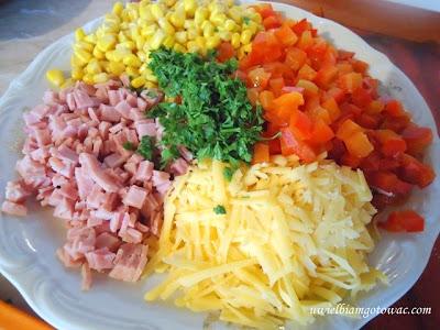 Wytrawne gofry z szynką, papryką, kukurydzą i serem