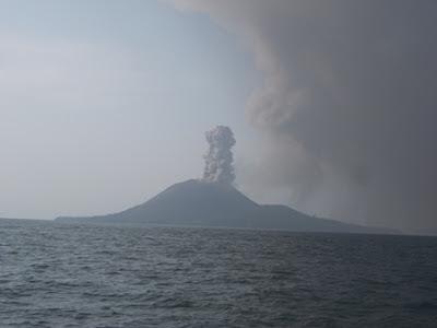 Marcus W Nugroho Memotret Indonesia : Detik detik Letusan Anak Krakatau Selat Sunda (2)