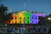 La Blanca se viste con los colores gays