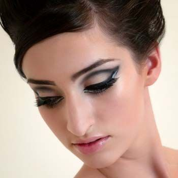 Applying Makeup on Magical Beauty  How To Apply 1960 S Style Eye Makeup
