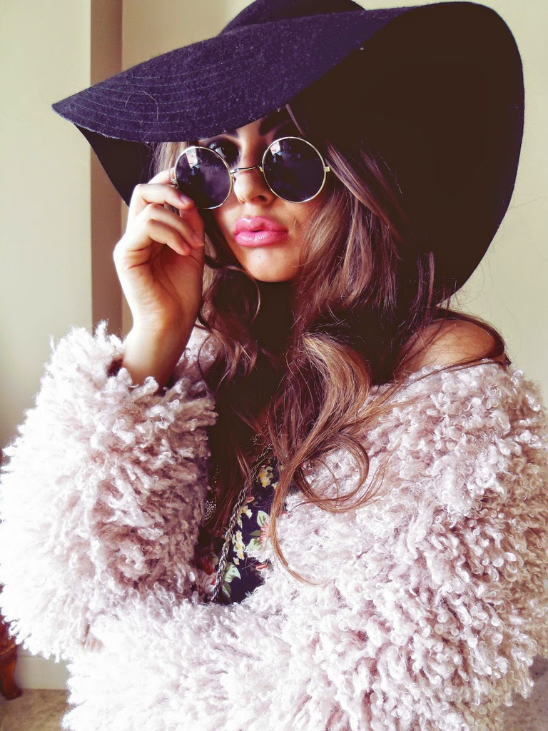 FAUX FUR SHRUG CROPPED JACKET FLOPPY HAT SUNGLASSES