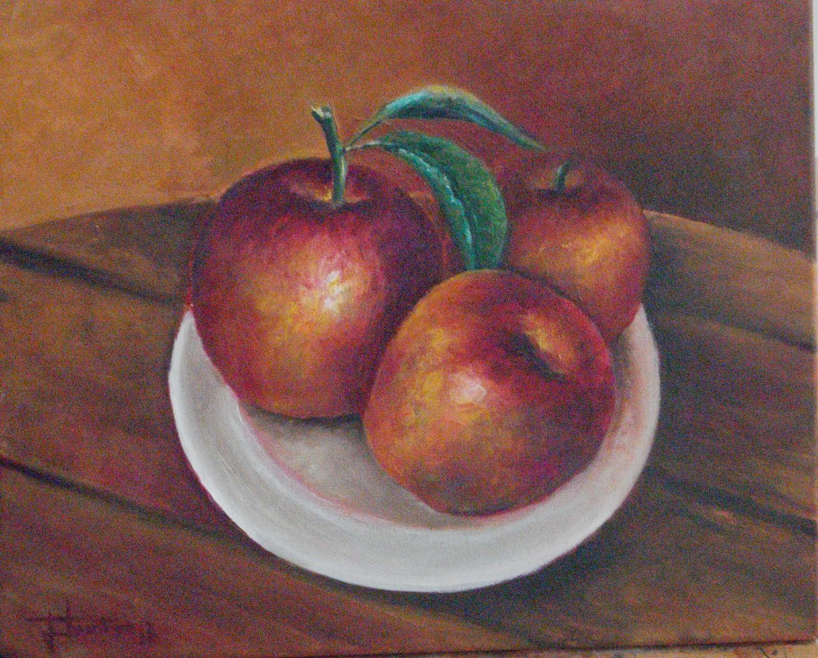 Tres manzanas Fuji Fuerterreñas