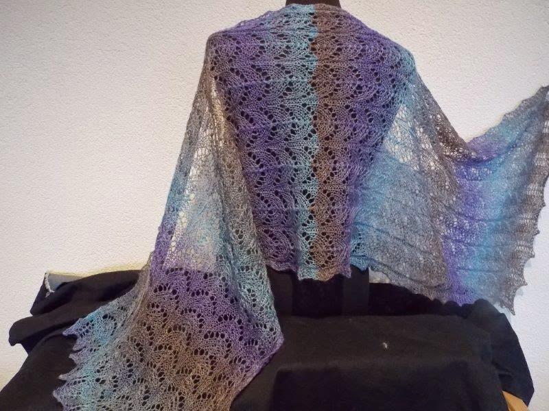 TE KOOP: super ZACHTE wollen shawl.