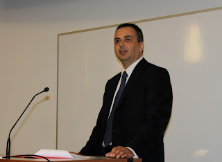 Guest lecturer Achilleas Anagnostopoulos speaks with students