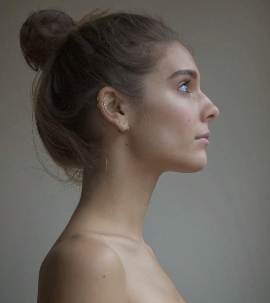 Caitlin Stasey desnuda