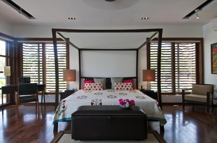 Bedroom in Courtyard Home by Hiren Patel Architects