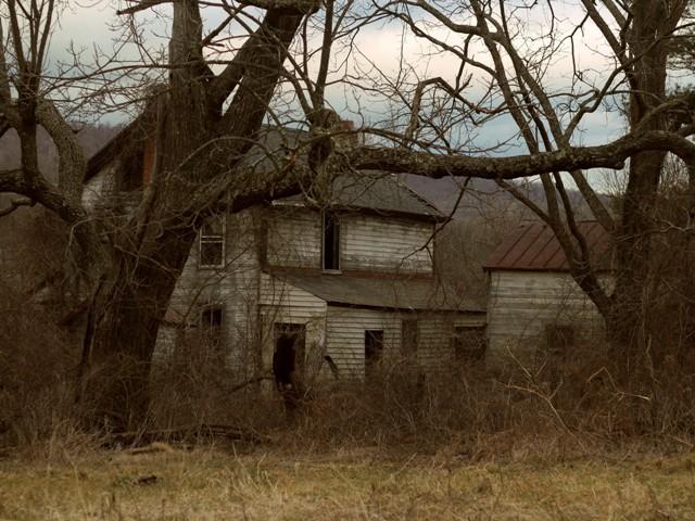 rumah terbengkalai bisa berhantu