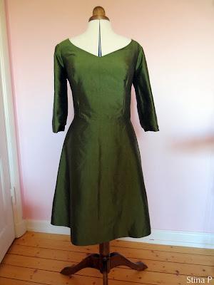 Klänning StinaP siden grön omsydd brudklänning