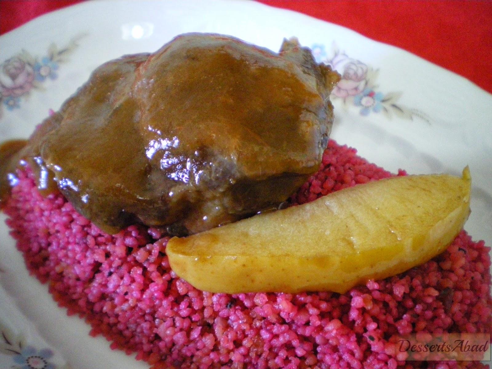 Carrilladas ibéricas al Oporto sobre cuscús de remolacha