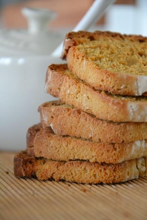 fette biscottate (più o meno) alla liquirizia e ricotta con pasta madre